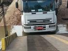 Caminhão escorrega de balsa que faz travessia para Colares, PA