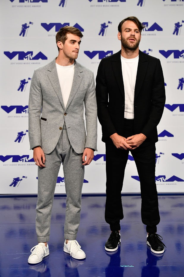 INGLEWOOD, CA - AUGUST 27:  Andrew Taggart (L) and Alex Pall of The Chainsmokers attend the 2017 MTV Video Music Awards at The Forum on August 27, 2017 in Inglewood, California.  (Photo by Frazer Harrison/Getty Images) (Foto: Getty Images)