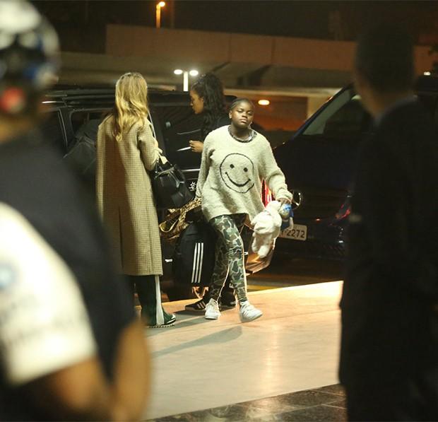 Madona Embarca com Sua Familia para Portugal (Foto: AgNews)