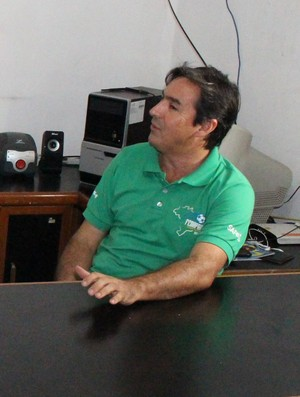 Ex-atletas do Caiçara no Sindicato dos Atletas (Foto: Wenner Tito)