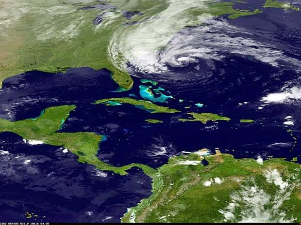 Imagem mostra o furacão Sandy na costa leste dos Estados Unidos. (Foto: NOAA / AP Photo)