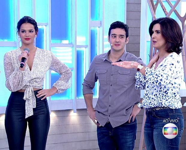 Bruna Marquezine participa do Encontro e comenta aulas de Krav Maga (Foto: TV Globo)