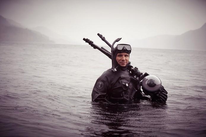 Mergulhadores capturaram imagens em baixo das águas do Lago Ness (Foto: Reprodução/Google Street View)