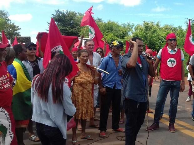 Centenas de manifestantes bloqueiam BR no Piauí e protestam contra o Impeachment (Foto: Divulgação/PRF)