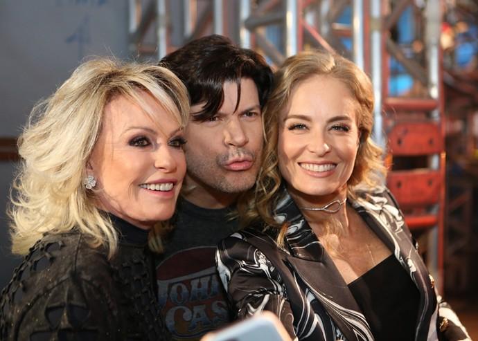 Ana Maria, Paulo Ricardo e Angélica nos bastidores do 'Altas Horas' (Foto: Carol Caminha/Gshow)