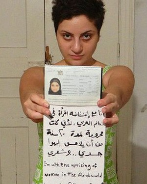 Dana Bakdounis na foto que provocou polêmica (Foto: BBC)