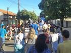 Manifestação reúne professores e pais em Martinópolis