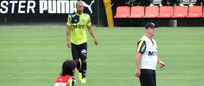 Lucas Cândido e Levir Culpi, Atlético-MG (Foto: Léo Simonini)