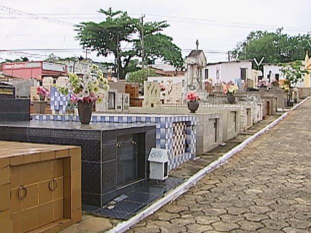 Furtos fazem com que cemitérios de Bauru tenham segurança reforçada (Foto: Reprodução/TV Tem)