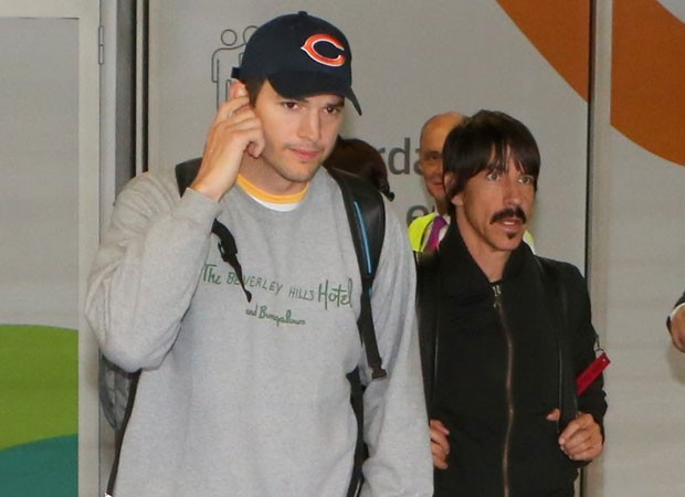 Ashton Kutcher e Anthony Kiedis (Foto: Agnews)