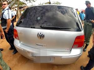 Carro usado em fuga foi apreendido (Foto: TV Verdes Mares/Reprodução)