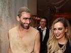 É namoro? Henri Castelli vai de mãos dadas com loira em festa no Rio