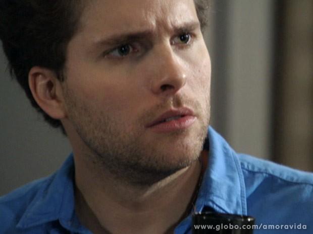 Niko não entende reação de Félix (Foto: Amor à Vida\ TV Globo)