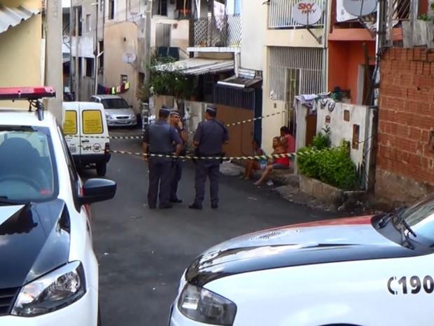 Operação da Polícia Militar no Vila Brandina, em Campinas (SP) termina com uma idosa baleada (Foto: Reprodução/EPTV)