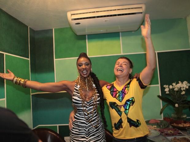 Cris Vianna e David Brazil na quadra da Imperatriz na Zona Norte do Rio (Foto: Isac Luz/ EGO)