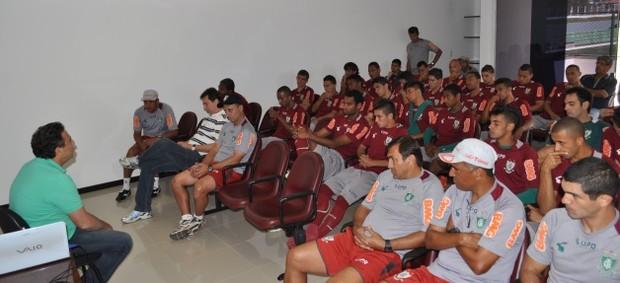 Diretoria do América-MG reunida com os jogadores (Foto: Divulgação AFC)