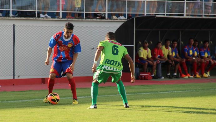Plácido de Castro e Salgueiro se enfrentaram no estádio Florestão (Foto: João Paulo Maia)