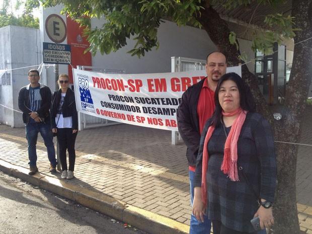 Funcionários reivindicam recomposição salarial de 37% (Foto: Wellington Roberto/G1)