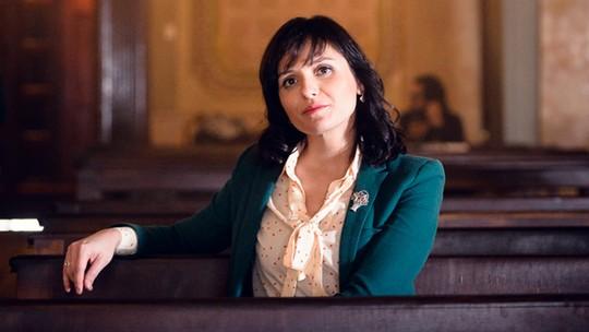 Monica Iozzi brinca sobre ritual ousado de Celeste em 'Vade Retro': 'Uma simpatia ou outra todo mundo conhece'