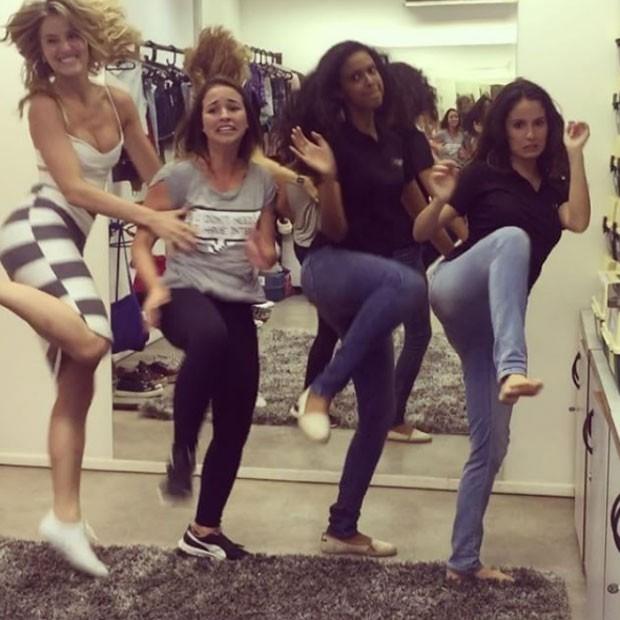 Bárbara França, Laryssa Ayres, Aline Dias e Amanda de Godoi dançam funk (Foto: Instagram/ Reprodução)