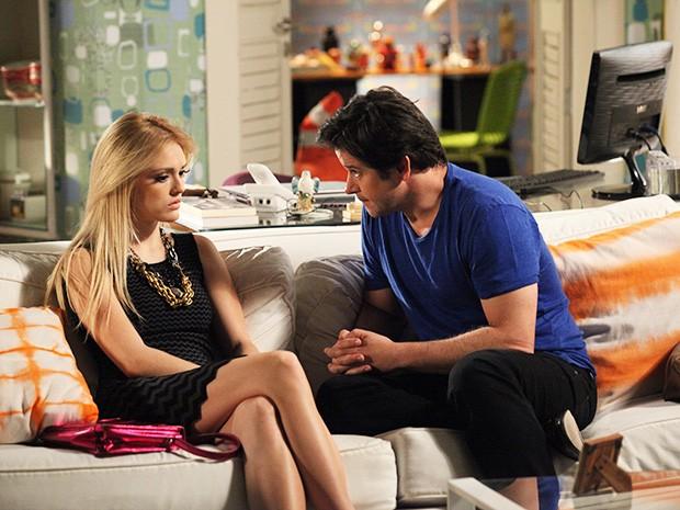 Megan fica passada ao saber que Davi é filho de Jonas (Foto: Carol Caminha/TV Globo)