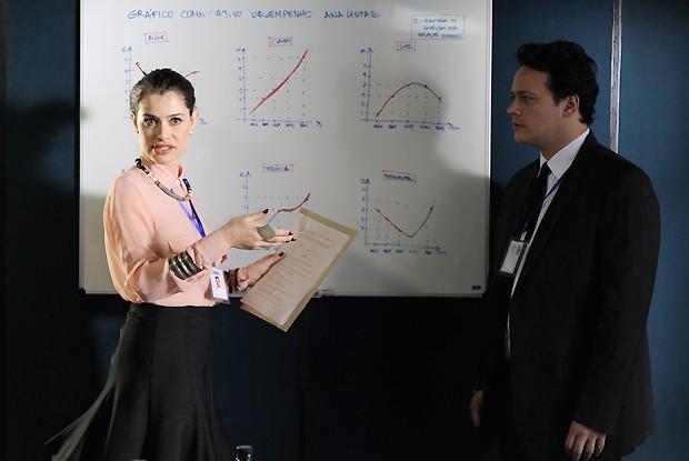 Kátia invade reunião de Ernani e convence executivos que o fim do mundo está próximo (Foto: Rede Globo/Estevam Avellar)