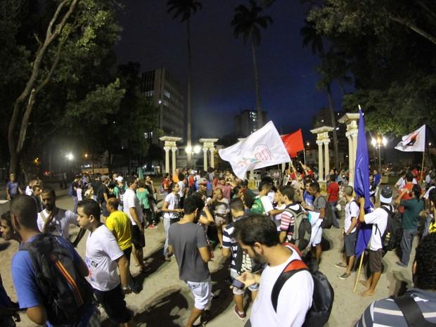 Protesto contra aumento de passagem no Recife teve concentração na Praça do Derby (Foto: Aldo Carneiro / Pernambuco Press)