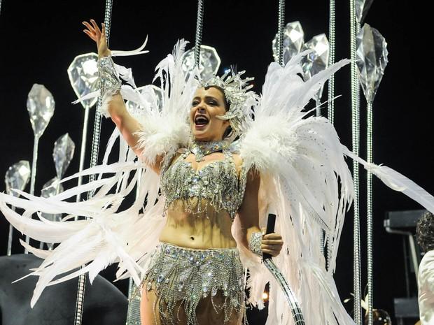 A atriz Leandra Leal também participou do desfile do Salgueiro no carro abre-alas (Foto: Alexandre Durão/G1)