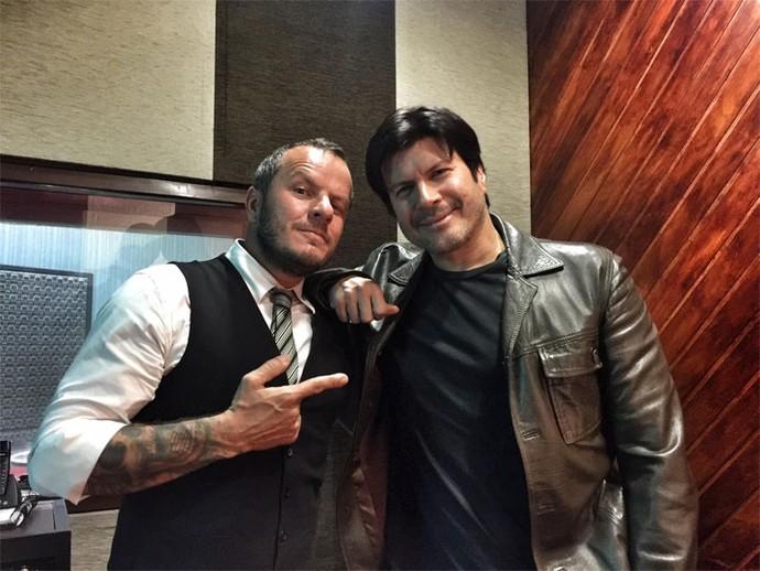 O vocalista Franco fez pose ao lado do padrinho Paulo Ricardo (Foto: Arquivo pessoal)