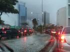 Em seis horas, chuva atinge 36% da média de maio e Apac emite alerta