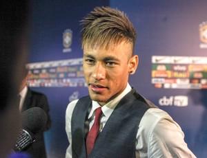 Neymar após o Prêmio Brasileirão 2012 (Foto: Vanessa Carvalho / Ag. Estado)