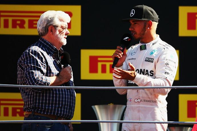 Lewis Hamilton e George Lucas no pódio do GP da Itália (Foto: Getty Images)