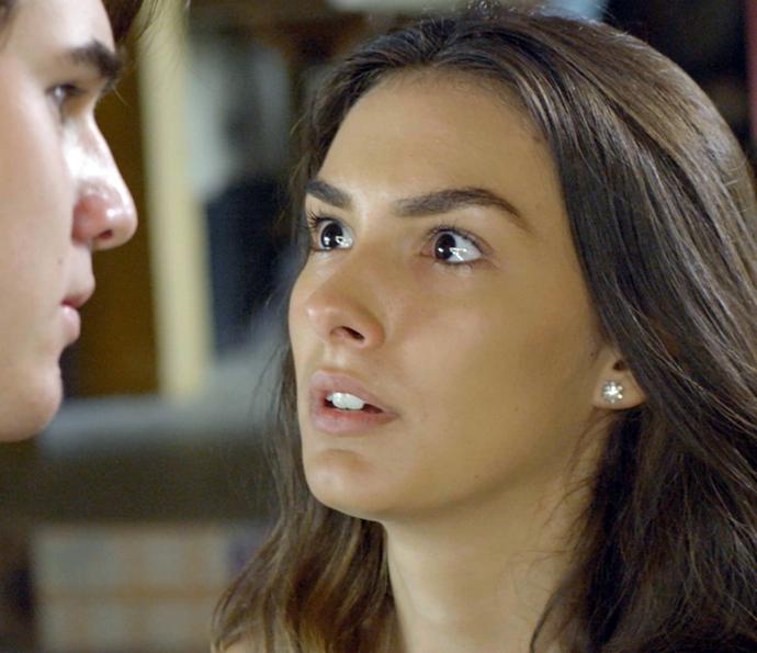 Luciana fica assustada com atitude do namorado (Foto: TV Globo)