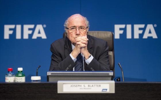 O presidente da Fifa, Joseph Blatter, em coletiva de imprensa em Zurique um dia após ser reeleito (Foto: EFE/EPA/ENNIO LEANZA)