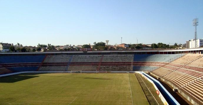 Vista do Teixeirão, estádio Benedito Teixeira, do América-SP (Foto: Marcos Lavezo/Globoesporte.com)