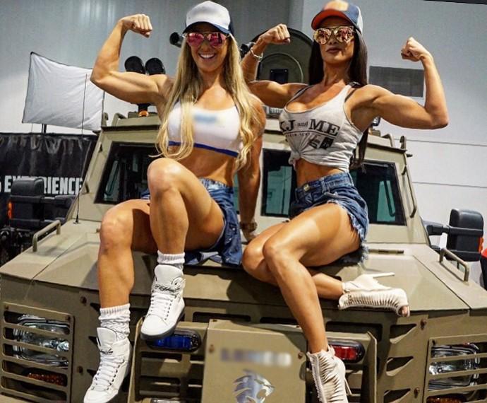 Carol Soares e Fernanda D'avila abrem álbum de fotos de Las Vegas (Foto: Arquivo pessoal)
