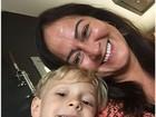 Davi Lucca posa para selfie ao lado de sua avó Nadine Santos