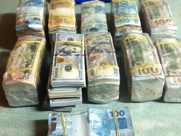 Dinheiro apreendido pela PF na Operação Athos (Foto: Polícia Federal/Divulgação)