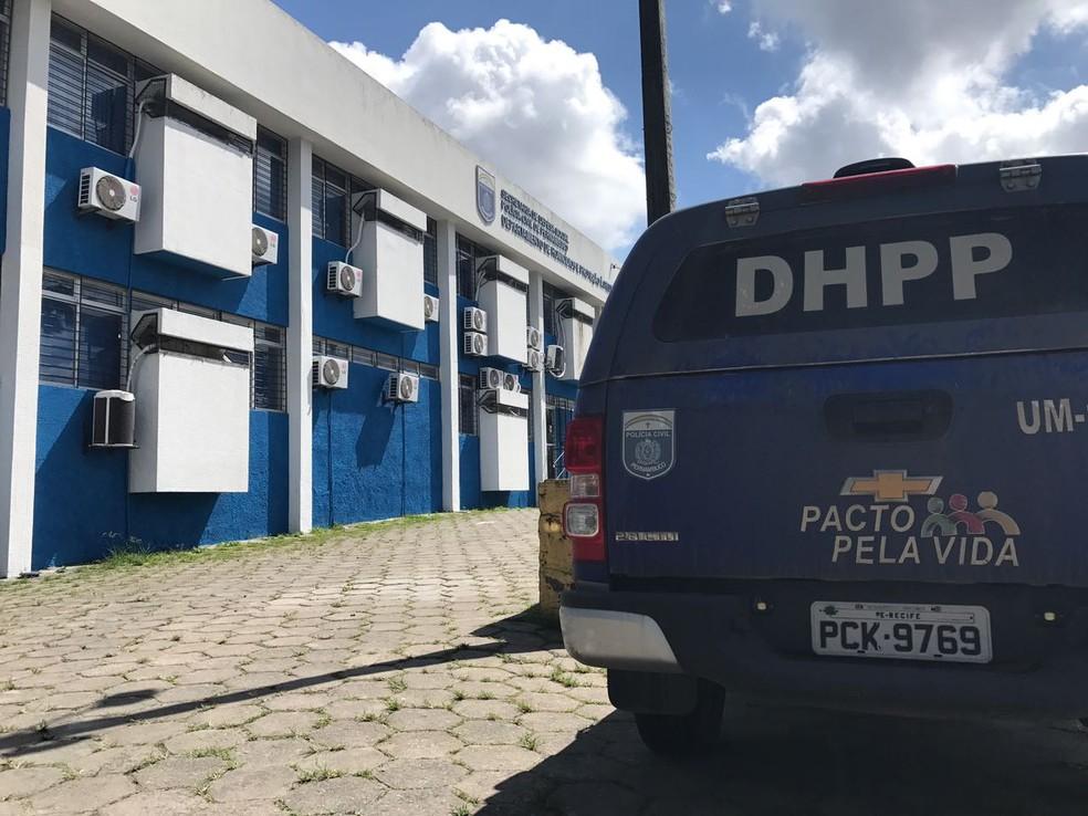 Departamento de Homicídios e Proteção à Pessoa (DHPP), no Recife (Foto: Thays Estarque/G1)