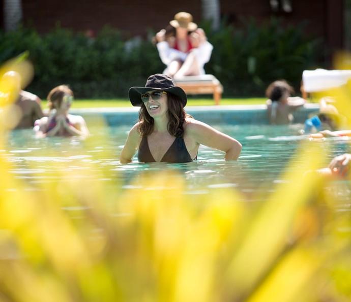 Rebeca se diverte na piscina! (Foto: Fabiano Battaglin/Gshow)