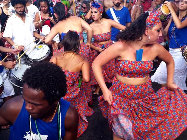 09.02 - Componentes do Filhos de Olorum dançam em desfile (Foto: Pedro Ângelo/ G1)