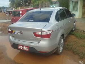 Taxista teve o carro roubado na noite de sábado (12).  (Foto: Bena Santana/G1 Santarém)