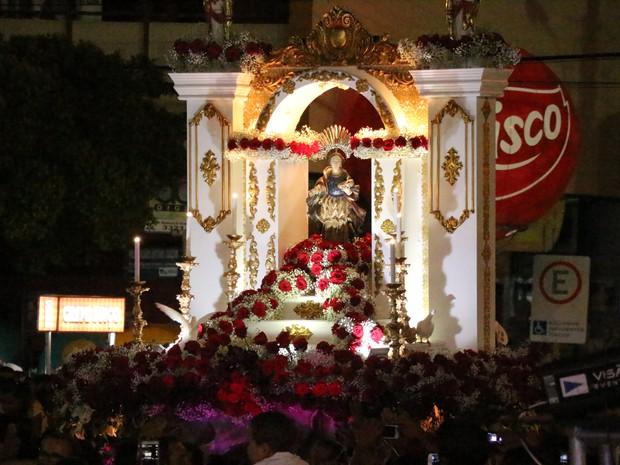 Procissão de Santa Luzia reuniu milhares de fiéis (Foto: Marcelino Neto/G1)