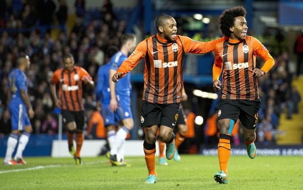 Luiz Adriano e Willian, Chelsea e Shakhtar (Foto: Agência AFP)