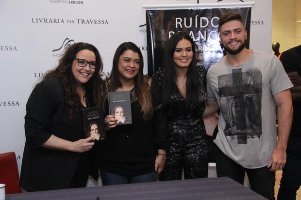 Ana Carolina lança o livro no Rio de Janeiro (Foto: AgNews )