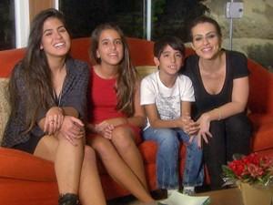 Antonia, Ana, Bento e Cléo são só elogios à mãe! (Foto: Domingão do Faustão/TV Globo)