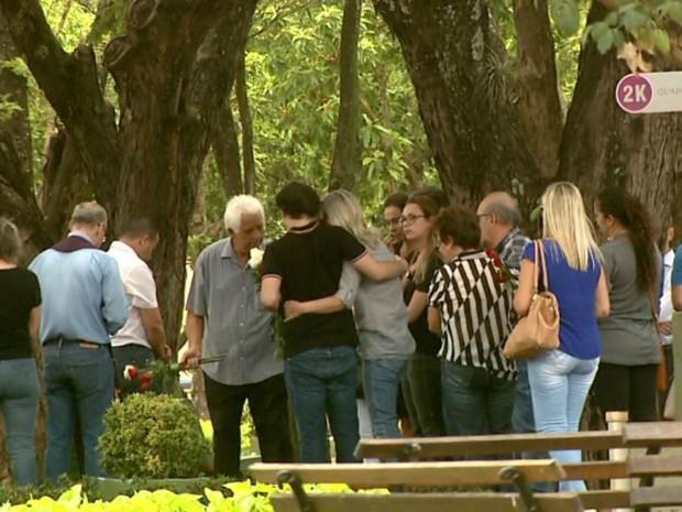 Familiares e amigos velaram neste sábado (26) o empresário Marcelo Plastino, morto em Ribeirão Preto, SP (Foto: Reprodução/EPTV)