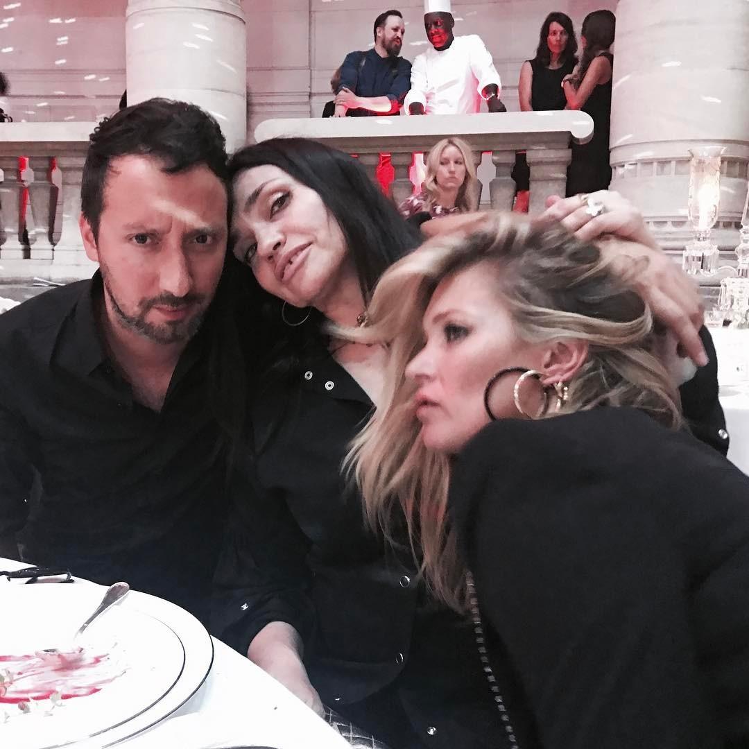 Anthony Vaccarello, Béatrice Dalle e Kate Moss (Foto: Reprodução/Instagram)