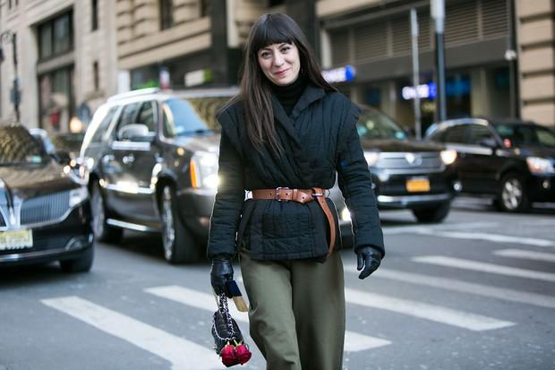 Street style - cintura marcada fora das passarelas em NY (Foto: Adriano Cisani/whatAstreet)