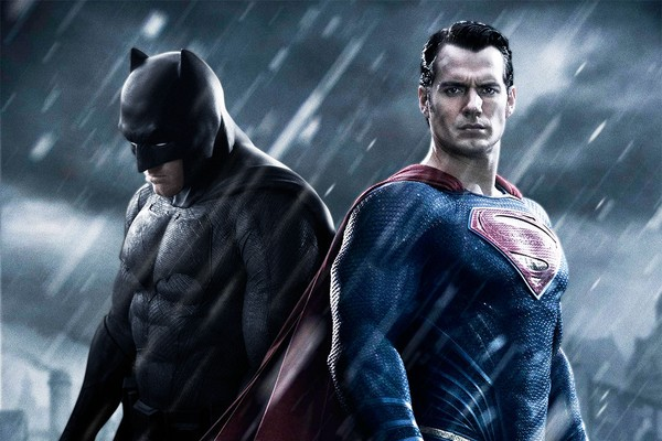 Ben Affleck e Henry Cavill em cartaz de 'Batman Vs. Superman' (Foto: Divulgação)